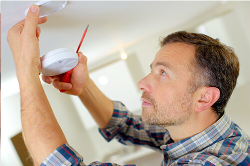 Your home should be equipped with an integrated smoke alarm system